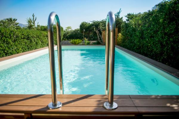 giardino con piscina primaverapool