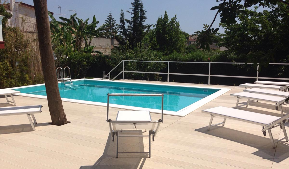 piscina a skimmer
