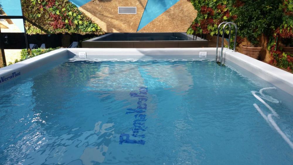 piscina primavera pool con giardino