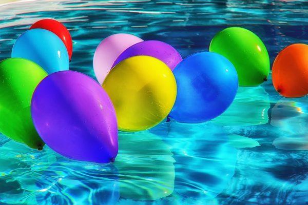 palloncini in acqua per party in piscina